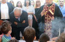 Στο 1ο ΕΠΑΛ και στο 5ο Νηπιαγωγείο Αγίων Αναργύρων παρακολούθησε τον αγιασμό ο Υπουργός Παιδείας Κ. Γαβρόγλου