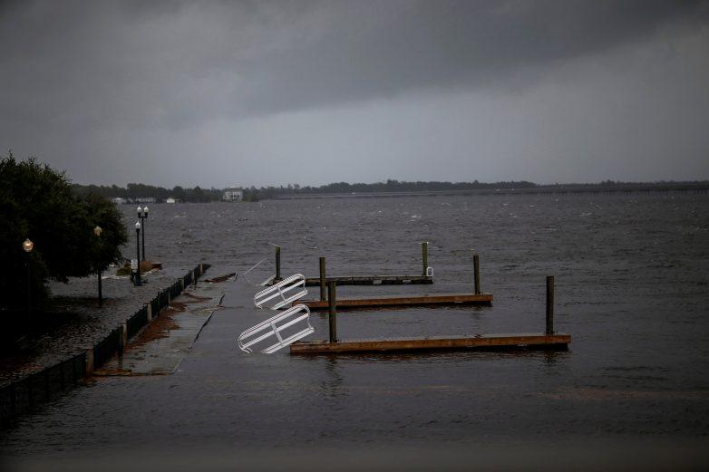 Εξασθενεί ο κυκλώνας Φλόρενς