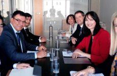 Ισχυρές διμερείς συμφωνίες της Ελλάδας για την περαιτέρω ανάπτυξη του τουρισμού στο «Δρόμο του Μεταξιού»