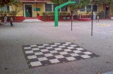 Υπαίθρια σκακιέρα στο 1ο  Δημ. Σχολείο  Αγριάς