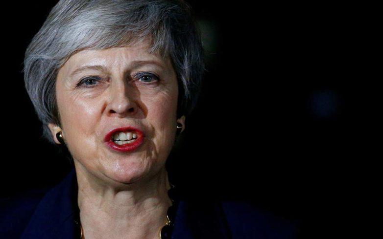 Σε πολιτική δίνη η Βρετανία μετά τις παραιτήσεις υπουργών