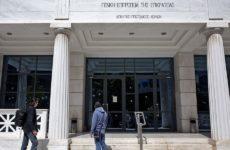 Επίθεση αντιεξουσιαστών σε αστυνομικούς της ΔΙΑΣ έξω από το Πρωτοδικείο Αθηνών