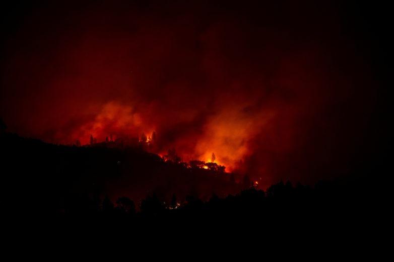 Πύρινη κόλαση στην Καλιφόρνια: 25 νεκροί – Ανυπολόγιστες καταστροφές