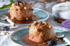 Μήλα γεμιστά στο φούρνο με μαυροδάφνη
