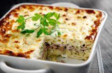Παστίτσιο με λεπτές φέτες από ψαρονέφρι και κρέμα γιαουρτιού