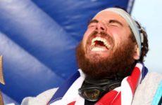Βρετανός πέρασε 23 εβδομάδες στη θάλασσα και κολύμπησε για πρώτη φορά τον γύρο της Βρετανίας