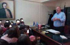 Αγγελικές φωνές γέμισε το γραφείο του δημάρχου Ρήγα Φεραίου