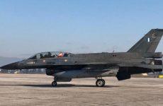Λάρισα: Με πολεμικό αεροσκάφος έφθασε ο Άγιος Βασίλης