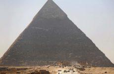 Αίγυπτος: Γυμνό ζευγάρι σκαρφάλωσε στην Πυραμίδα του Χέοπα