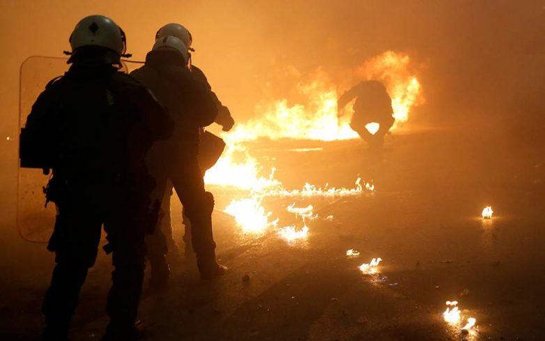 Επεισόδια σε Αθήνα και Θεσσαλονίκη μετά τις πορείες για τον Αλέξανδρο Γρηγορόπουλο (φωτογραφίες – βίντεο)