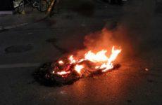 """Το καμμένο λάστιχο """"έκαψε"""" 34χρονο που τιμωρήθηκε με 26 μήνες για τα επεισόδια στο Βόλο"""