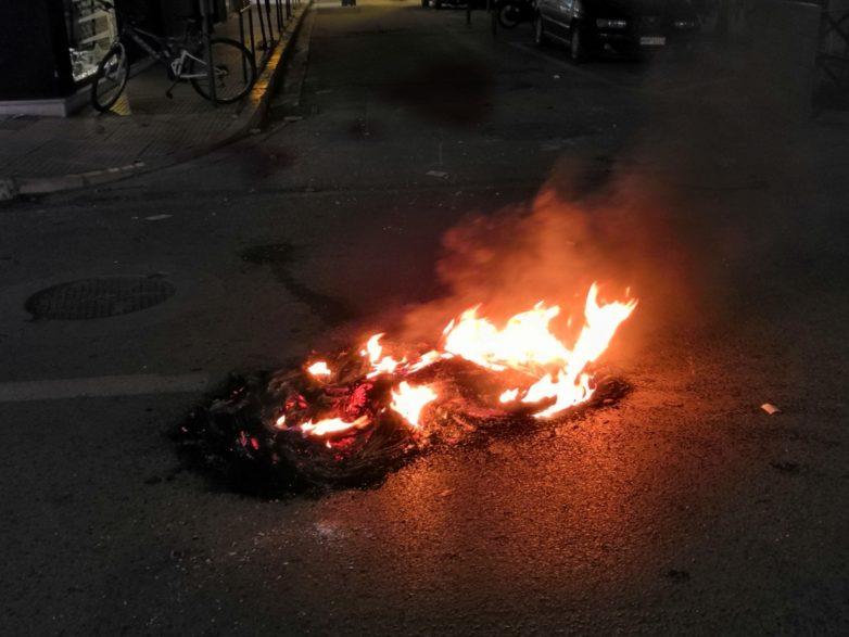 Το καμμένο λάστιχο «έκαψε» 34χρονο που τιμωρήθηκε με 26 μήνες για τα επεισόδια στο Βόλο