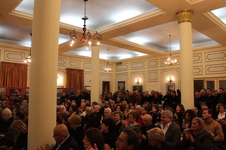 Κατάμεστη η αίθουσα της Εξωραϊστικής Λέσχης στην έκθεση για τα παιδιά του ΕΕΕΕΚ Βόλου