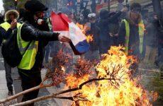 «Κίτρινα γιλέκα»: Περισσότεροι από 100 τραυματίες διακομίστηκαν σε νοσοκομεία του Παρισιού