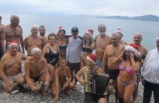 """Ο Σύλλογος Χειμερινών Κολυμβητών Βόλου """"Ιάσωνας"""" γιόρτασε στη θάλασσα το 2019"""