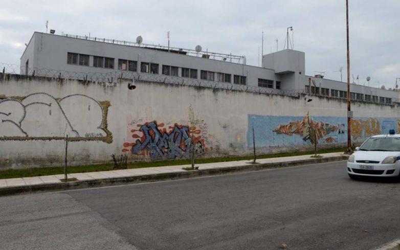 Άγρια συμπλοκή με έναν νεκρό και επτά τραυματίες στις φυλακές Κορυδαλλού