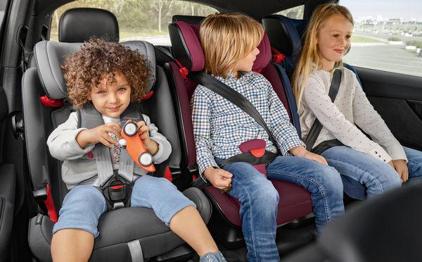 Προσφορά παιδικών καθισμάτων αυτοκινήτου σε μαθητές