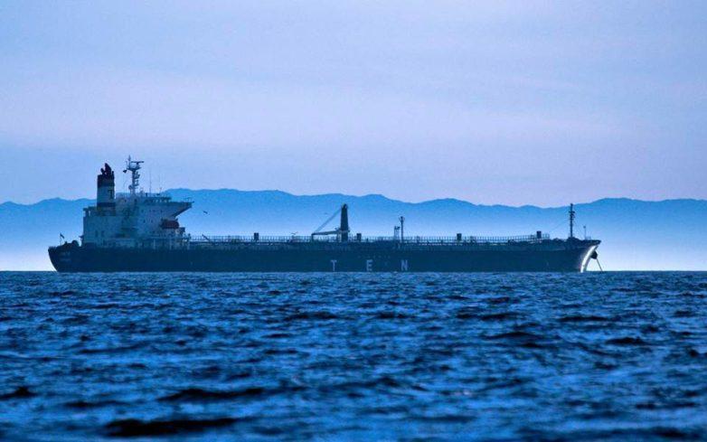 Ακυβέρνητο δεξαμενόπλοιο ανοιχτά της νησίδας Φλεβών στον Αργοσαρωνικό