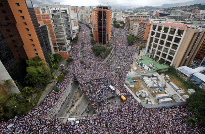 Βενεζουέλα: Εκατοντάδες χιλιάδες στους δρόμους κατά του Μαδούρο