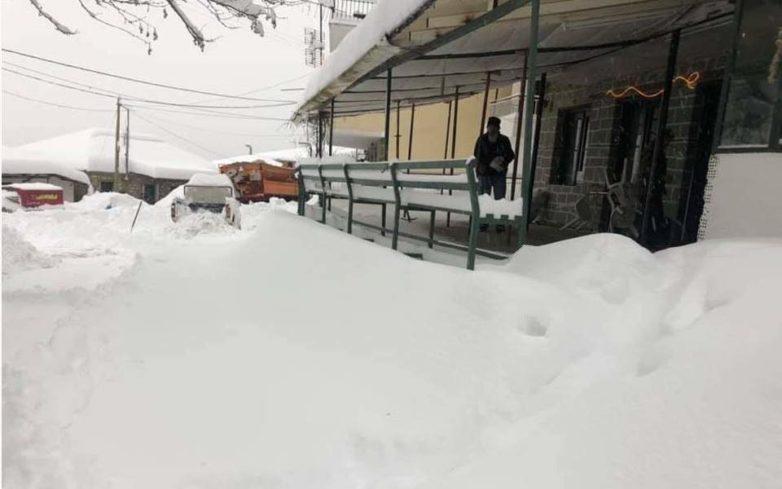 Φθιώτιδα: Eπιχείρηση απεγκλωβισμού 50 ατόμων από ξενοδοχείο λόγω έντονης χιονόπτωσης
