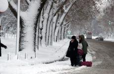 Καταιγίδες, ισχυροί άνεμοι και χιόνια ακόμη και σε περιοχές με χαμηλό υψόμετρο