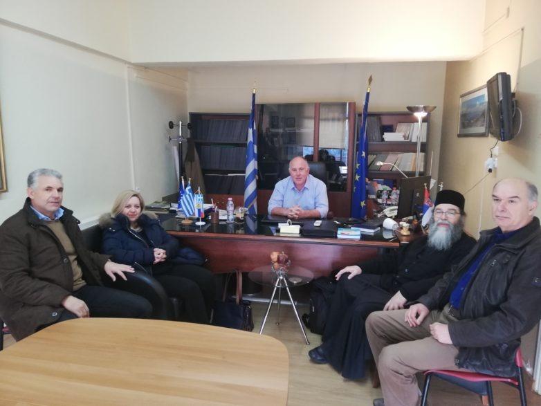 Toν δήμαρχο Ρήγα Φεραίου Δημήτρη Νασίκα επισκέφθηκαν μέλη του «Εσταυρωμένου»