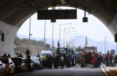 Οι αγρότες δεν αποκλείουν «κάθοδο» στην Αθήνα