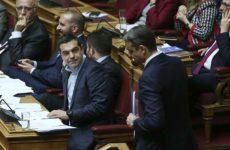 Διαξιφισμοί Τσίπρα – Μητσοτάκη στη Βουλή