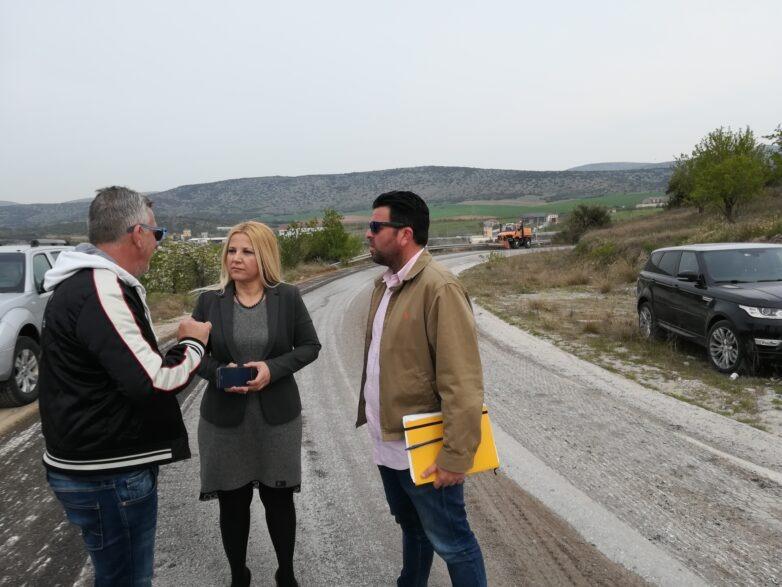 Στο έργο αποκατάστασης βλαβών στο οδικό δίκτυο η αντιπεριφερειάρχης ΠΕΜΣ