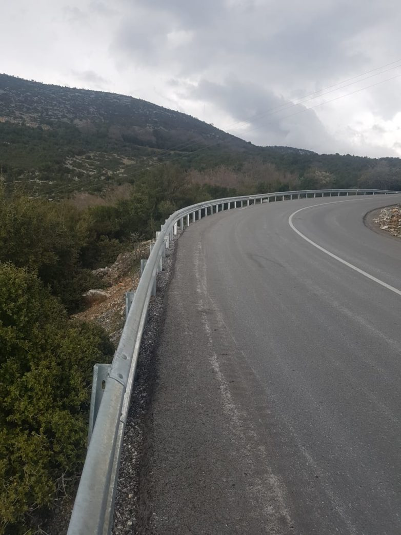 Τοποθέτηση στηθαίων στο εθνικό και επαρχιακό οδικό δίκτυο Μαγνησίας