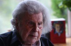 Σε επέμβαση για τοποθέτηση βηματοδότη υπεβλήθη ο Μίκης Θεοδωράκης