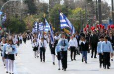Παρουσία του Υπουργού Παιδείας, Έρευνας και Θρησκευμάτων Κώστα Γαβρόγλου η μαθητική παρέλαση στην Αθήνα