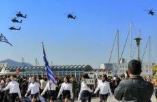 """""""Πλημμύρισε"""" από κόσμο η παραλία του Βόλου για την παρέλαση της 25ης Μαρτίου"""