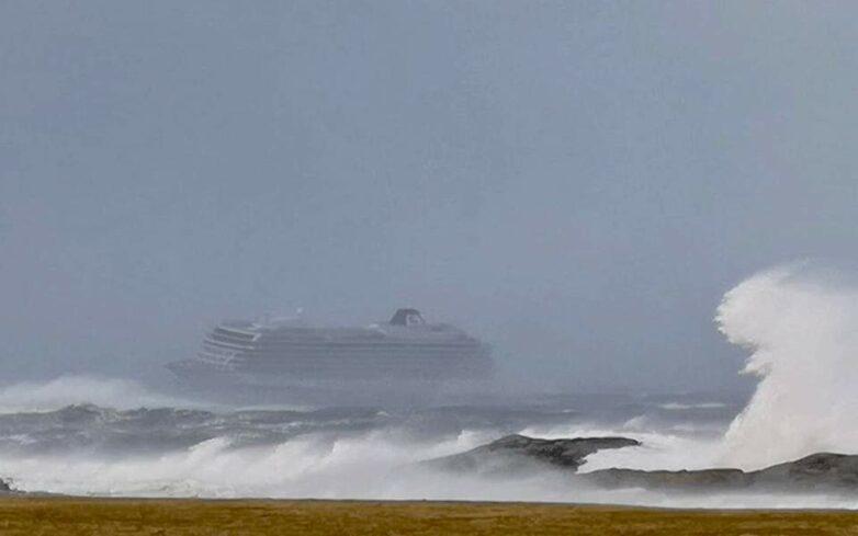 Ακυβέρνητο πλοίο έχει πάρει κλίση μεταξύ Λέσβου και Σκύρου