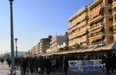 Ειρηνική πορεία εκατοντάδων αντιεξουσιαστών στο κέντρο του Βόλου