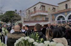 Πάνδημη η κηδεία του Βαγγέλη Βουρούκου