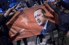 Νικητές δηλώνουν και οι δύο υποψήφιοι για την Κωνσταντινούπολη