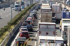 Ουρές οχημάτων στην Αθηνών – Κορίνθου μετά από καραμπόλα