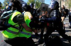 Γαλλία: Νέες συγκρούσεις μεταξύ αστυνομικών και «κίτρινων γιλέκων»