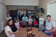 Στον δήμαρχο Ρήγα Φεραίου ευχήθηκαν οι μαθητές του 3ου Δ. Σχ. Κάρλας-Καναλίων