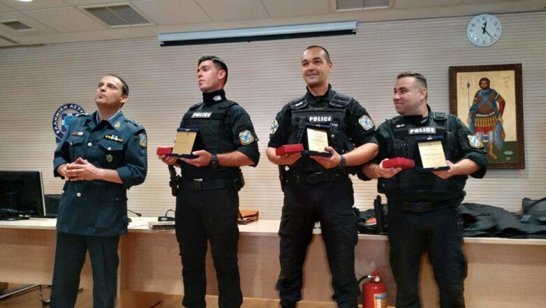 Βράβευση τριών αστυνομικών της ΔΙΑΣ που έσωσαν ανήλικη από βέβαιο θάνατο
