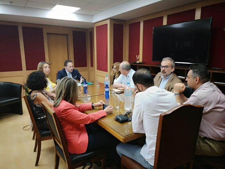 Δέσμευση του υφυπουργού παρά τω πρωθυπουργώ Στέλιου Πέτσα για στενή συνεργασία με την ΠΟΕΣΥ
