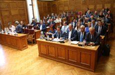 Το παρασκήνιο της πρώτης ημέρας στη Βουλή