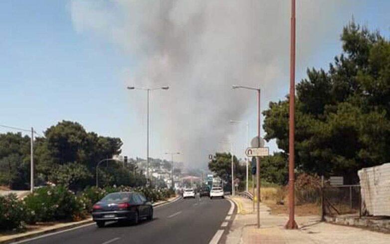 Δύο πυρκαγιές σε Βαρνάβα και Ραφήνα – Κλειστή η Λεωφόρος Μαραθώνος- Live