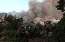 Εύβοια: Μάχη στα περιφερειακά μέτωπα για να περιοριστεί η επέκταση της φωτιάς