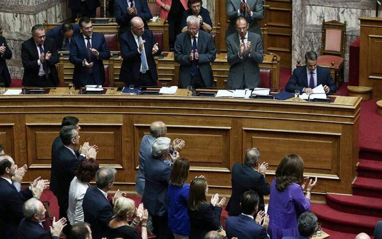 Ψηφίστηκε ύστερα από σφοδρή αντιπαράθεση το νομοσχέδιο για το επιτελικό κράτος