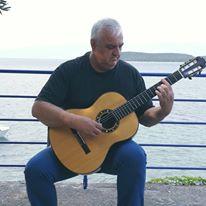 Ο Βολιώτης κιθαριστής Ντίνος Γκρίνιας, στο Φεστιβάλ Μπλόκου Κοκκινιάς
