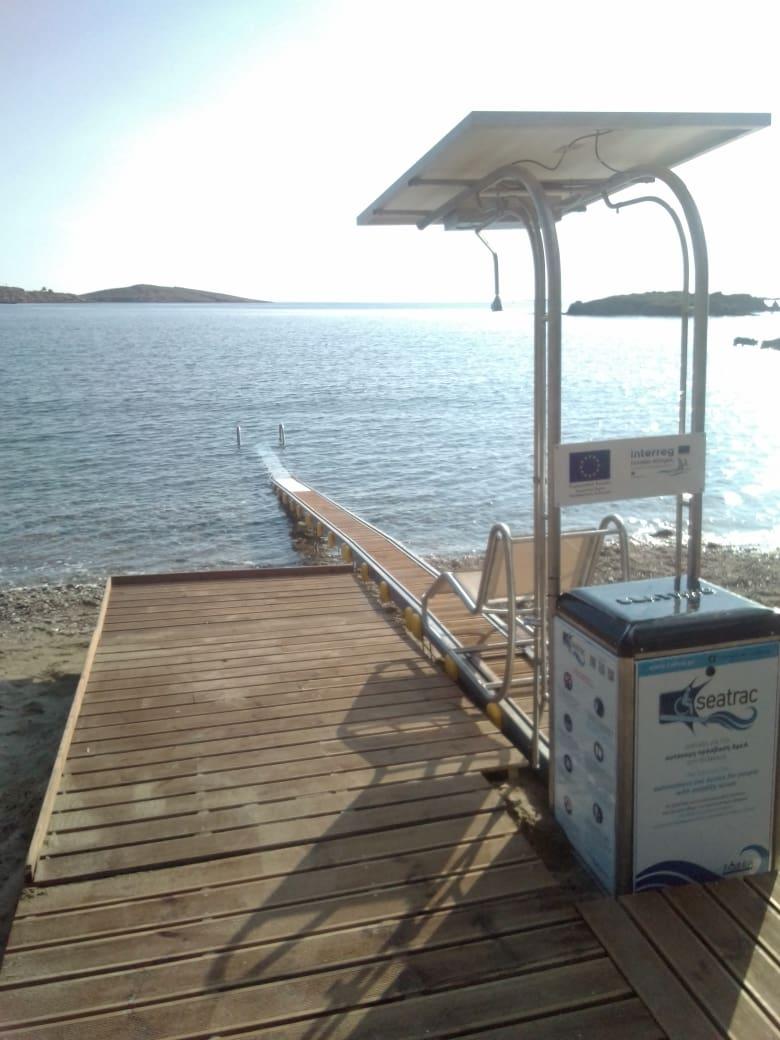 Εξοπλισμός για ΑμΕΑ στην παραλία Κεραμιδίου