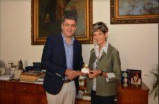 Επίσκεψη της πρέσβειρας της Μεγάλης Βρετανίας στο Δημαρχείο του Βόλου