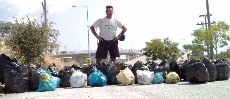 Σακούλες σκουπιδιών έβγαλε από το πάρκο »Νέας Ιωνίας »ο αθλητής Ανδρέας Κεχαγιάς